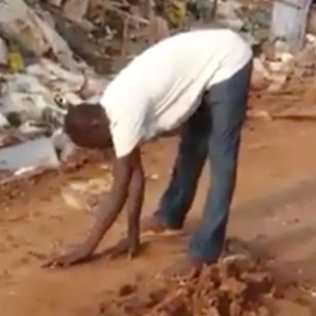 Man puts furious snake to sleep with his bare hands in seconds
