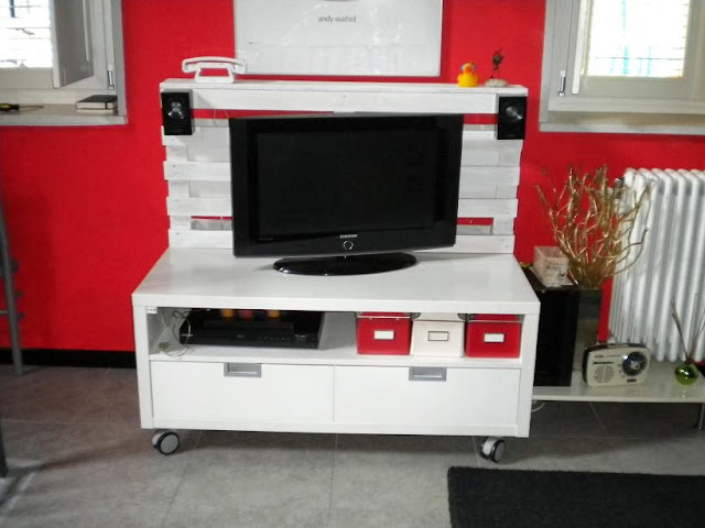 Pallet BESTA TV Unit IKEA Hackers