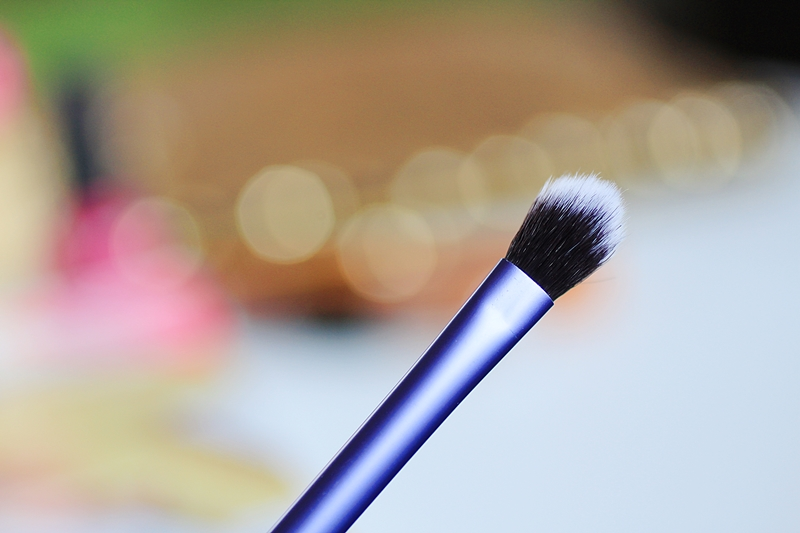 real techniques base shadow brush review