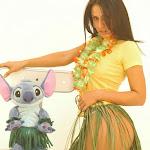 Andrea Rincon, Selena Spice Galeria 13: Hawaiana Camiseta Amarilla Foto 15