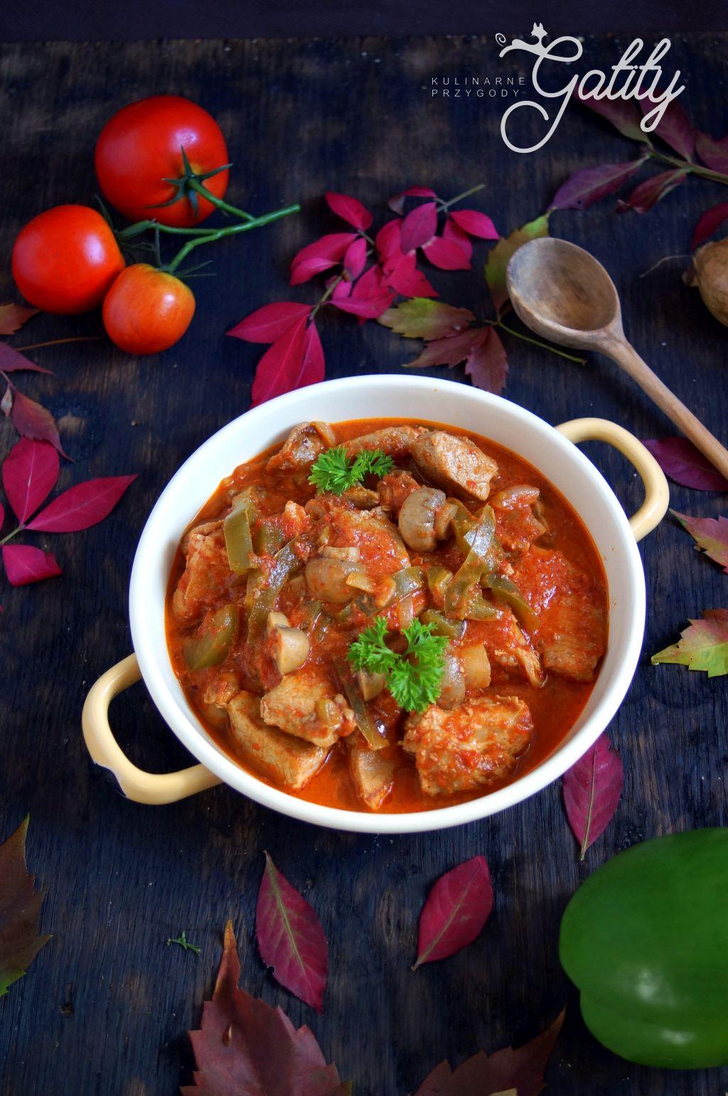 Wieprzowy gulasz w sosie pomidorowym