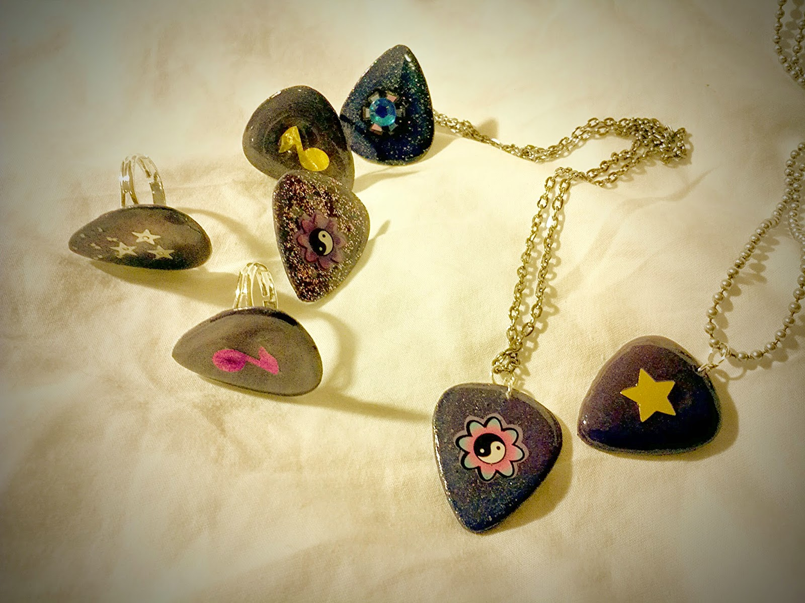 Color changing guitar pick jewelry