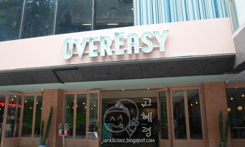 Overeasy: American diner in Singapore