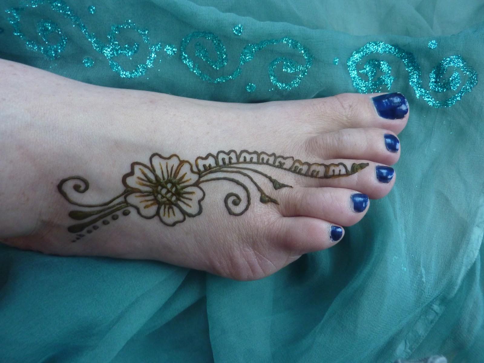 Simple Henna Foot Tattoo Designs: Henna Feet Tattoo
