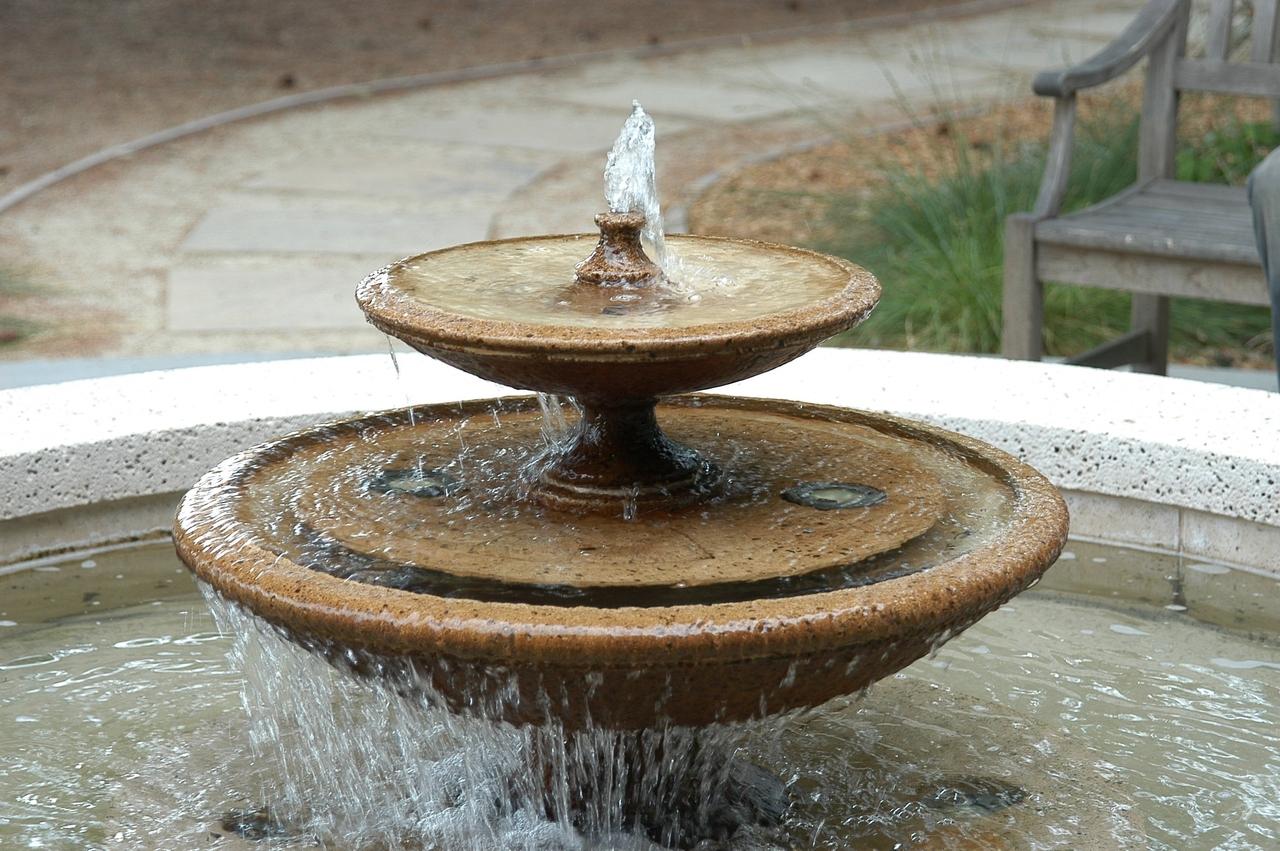 las fuentes de agua forman parte de nuestra vida casi desde que nacemos en el exterior podemos encontrar fuentes de agua en parques rotondas