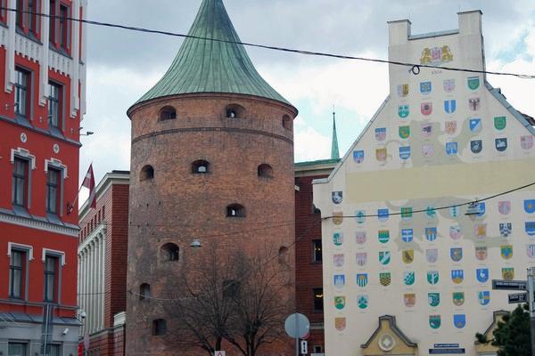 riga centre historique old town powder tower