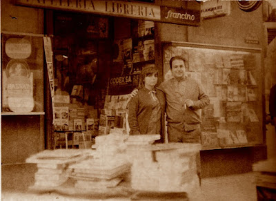Entrada de la librería de Lucien Francino en 1963