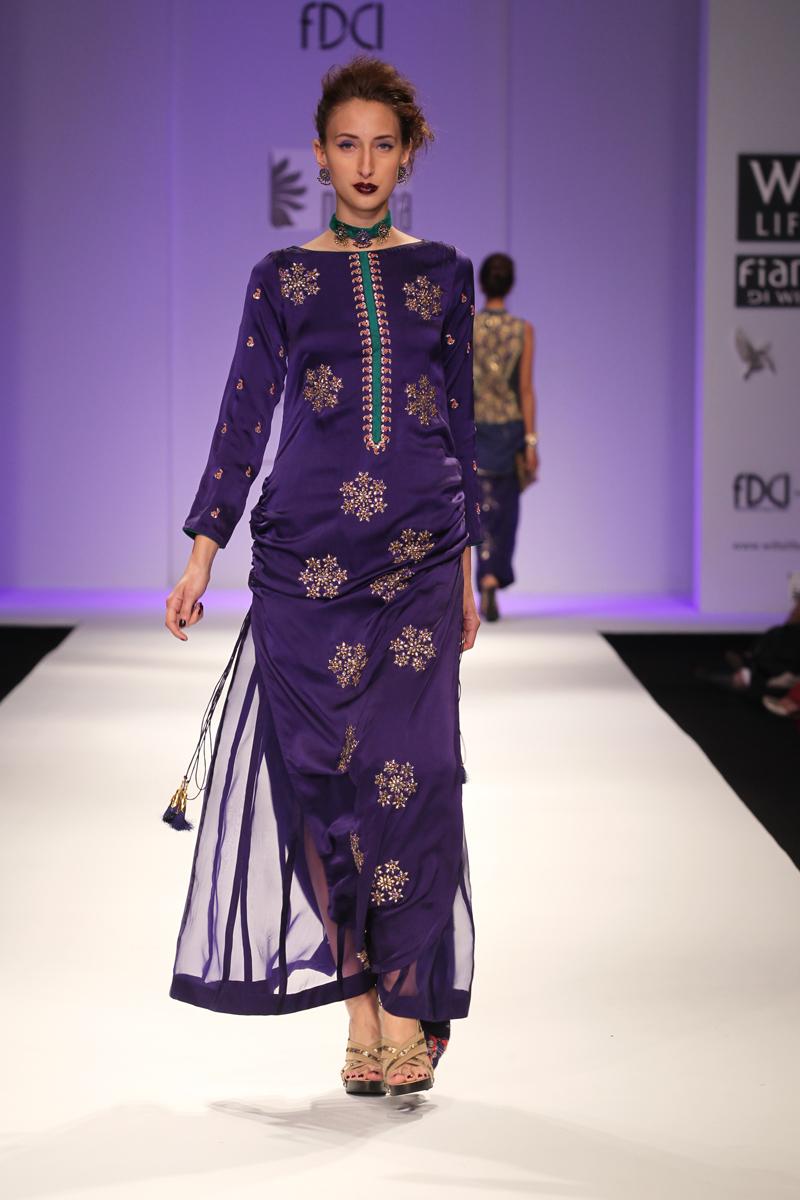Trends in Evening Dresses: Asymmetrical Necklines