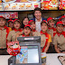 LOOK: Canadian PM Justin Trudeau bumisita sa Jollibee, nag take-out pa!