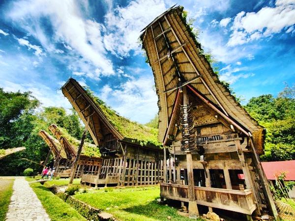 Tingkatan Tongkonan Sesuai Dengan Peran Dan Fungsinya Bagi Masyarakat Suku Toraja