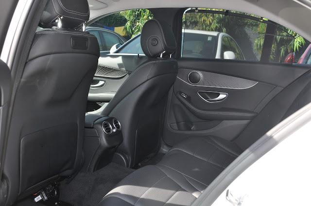 Băng sau Mercedes C200 thiết kế rộng rãi và tiện nghi