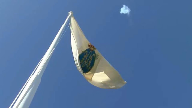La Bandera de María ondea ya en el Real Santuario de Las Nieves