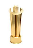 Üzerinde ay yıldız olan altın kupa veya ödül