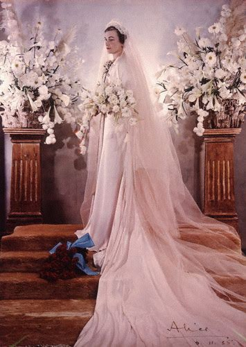 The Royal Order Of Sartorial Splendor Wedding Wednesday Alice Ss Gloucester S Gown