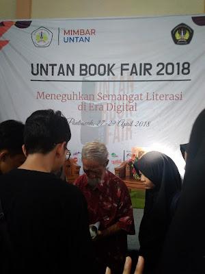 Even Literasi Universitas Tanjungpura Bersama Soesilo Toer. Bersama Untan membangun negeri. Untan Pontianak. Pramoedya Ananta Toer.