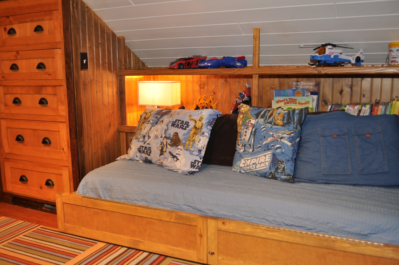 * Remodelaholic *: Amazing Attic Renovation: Boys Bedroom ...