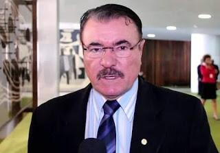 Deputado federal Cícero Almeida acusa Levy Fidelix de esquema com Eduardo Cunha e persiguição após divergência por causa de poder.