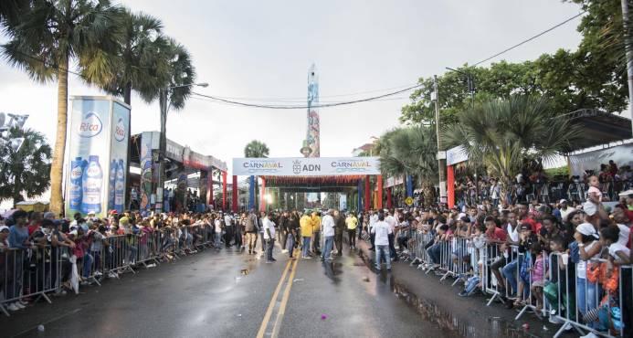 Lluvias frustran celebración del carnaval Santo Domingo 2018