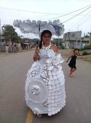 Vestido de novia hecho con reciclaje