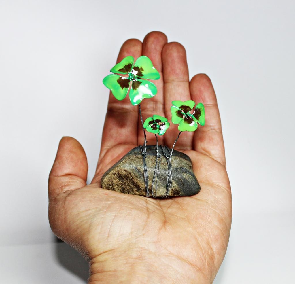 Stampathy: Ein Stein, Draht und Nagellack