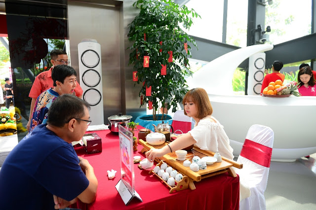 The tea appreciation demonstration gave tea lovers a chance to learn the finer details of Chinese tea