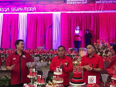 Wakil Ketua DPD PDIP Sulut, Steven Kandouw bersama Bupati Minahasa JWS pada Peringatan HUT PDIP ke 44.