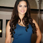 Sunny Leone hot hd wallpapers without exposing