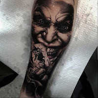 Tatuaje de The Joker en blanco y negro