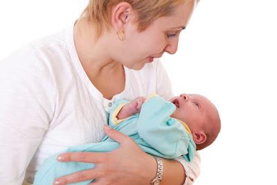 Tips Cara Menggendong Bayi Baru Lahir