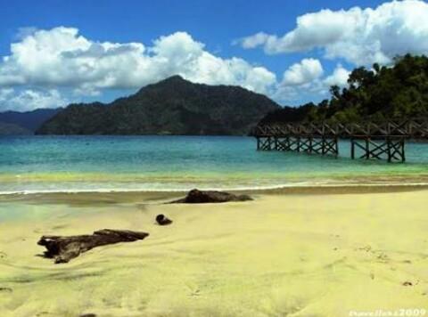 Wisata Pantai Pasir Putih Kabupaten Trenggalek
