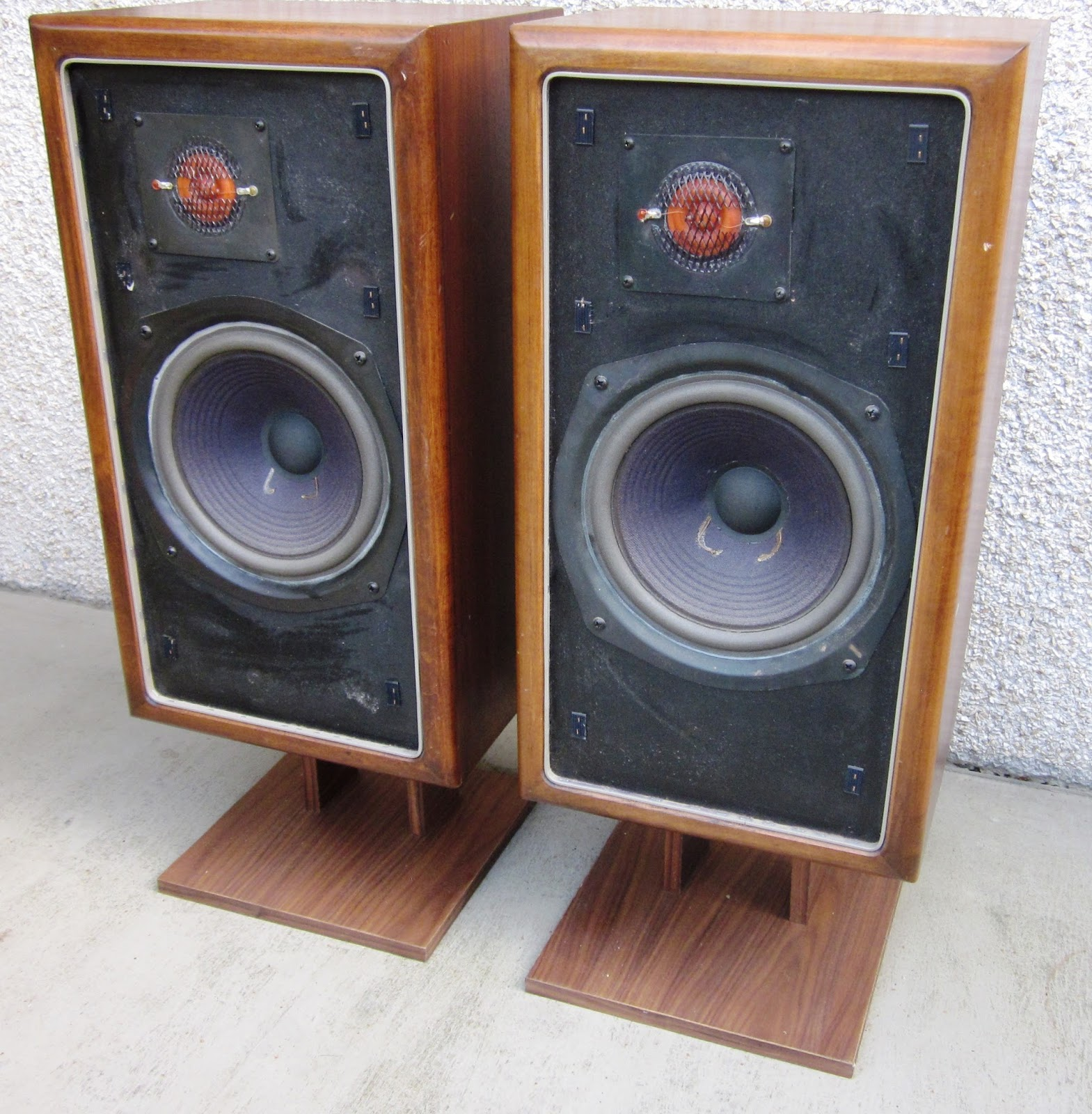 speakerholic new large advent speakers. Black Bedroom Furniture Sets. Home Design Ideas