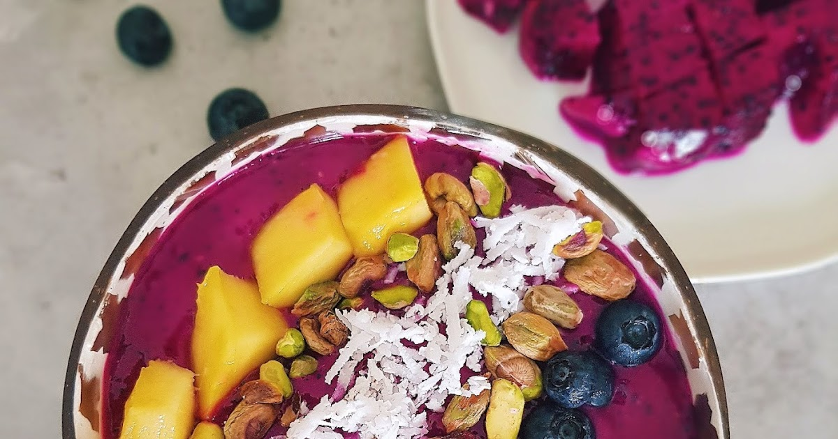 Creamy And Delicious Dragon Fruit Smoothie Bowl For Breakfast