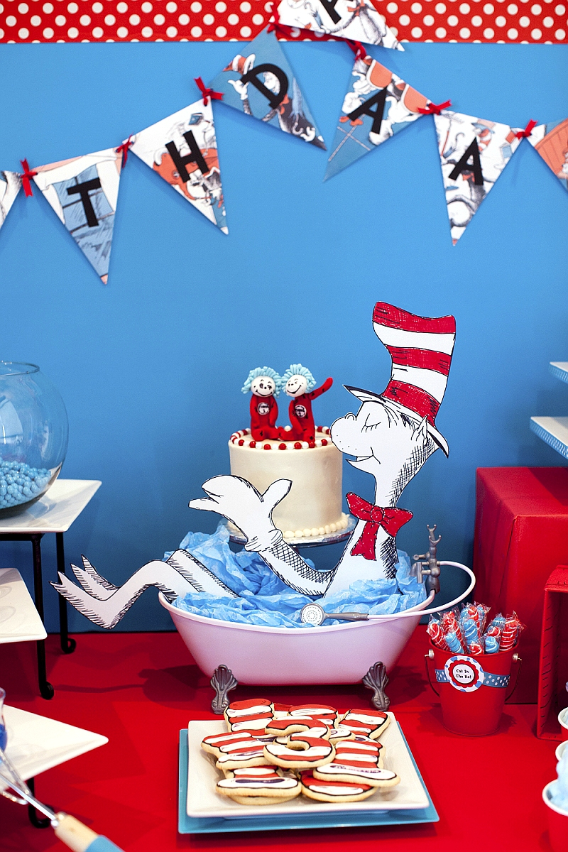 Cat in The Hat Inspired Birthday Party Ideas, DIY Decorations & Printables - via BirdsParty.com