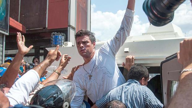 قيادى المعارضة الفنزويلي ليوبولدو لوبيز يحرض على التمرد ضد الرئيس