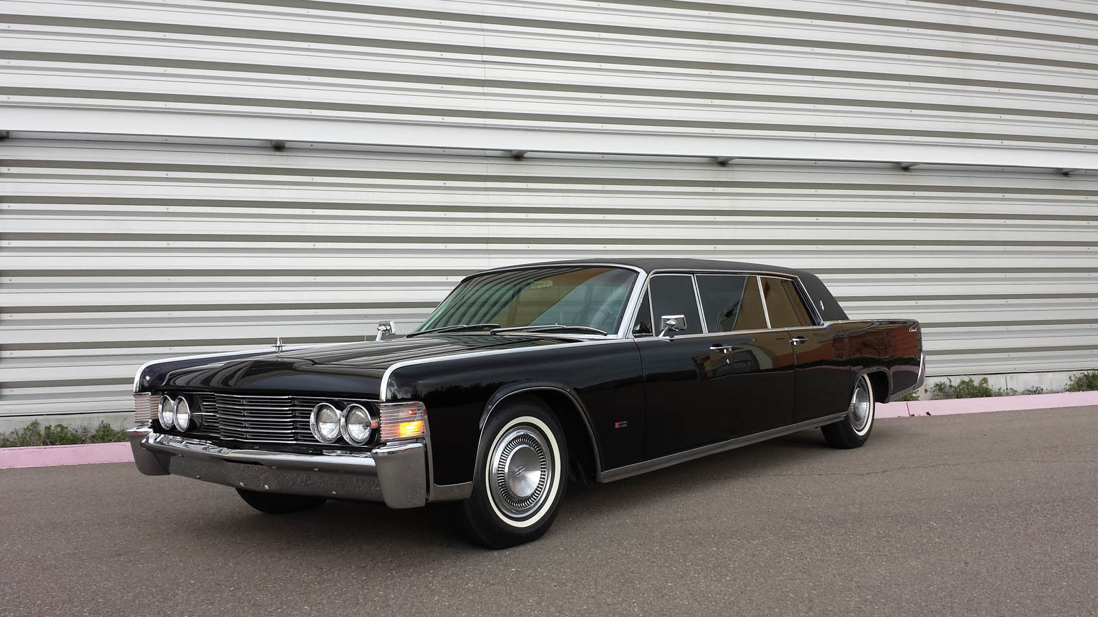1965-lincoln-continental-limo-mcqueen-19.jpg