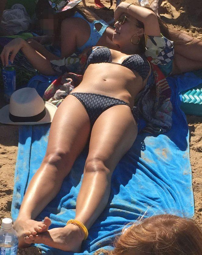 jessica alba sexy beach bikini pics in hawaii 01