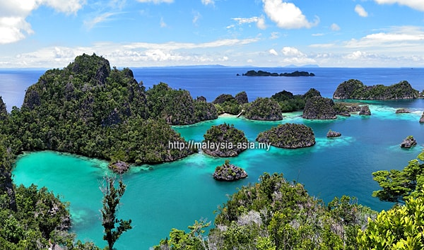 Flights to Raja Ampat