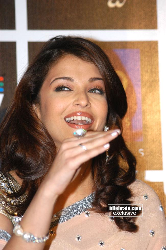 Indian Celebrity Sexy Girls Aishwarya Rai Latest Close Up -2558