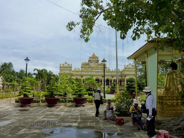 Vista exterior de Vinh Trang Pagoda por El Guisante Verde Project