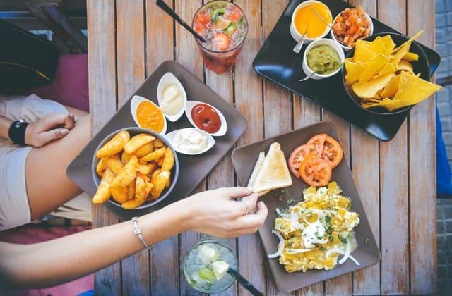 Wisata kuliner sendirian, bebas pilih makanan sesuai selera