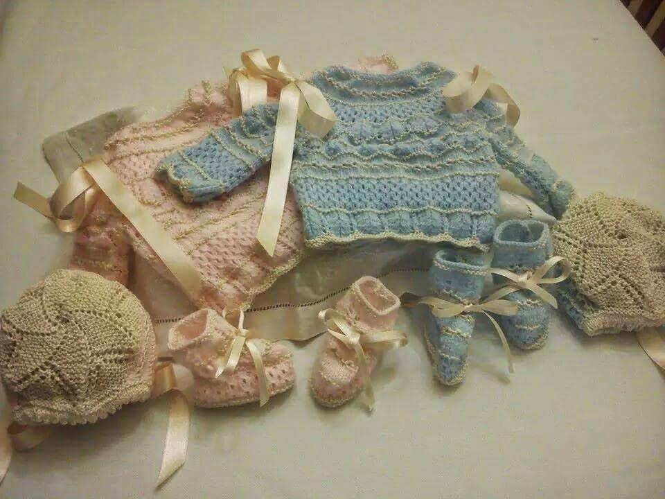 Conjuntos de bebé tejidos a mano