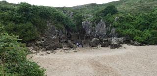 Playa de Gulpiyuri.