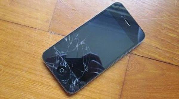 kính điện thoại iPhone 4S cần thay