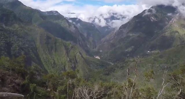 lembah di pulau papua
