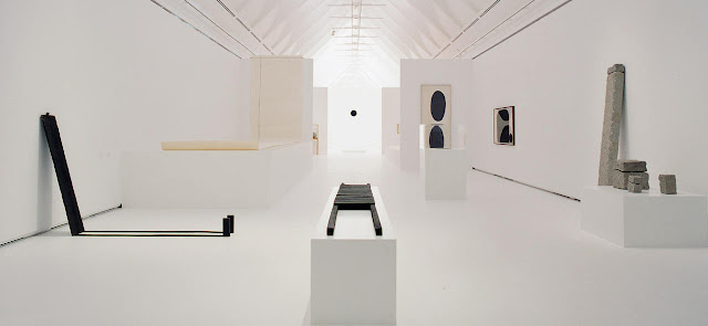 James Lee Byars - Installations and Conceptual Art