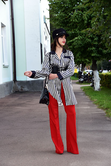 образ с красными штанами