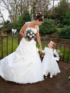Bride and Flower girl, wedding hair, hairstyle, wedding, wedding dress, bridal hairstyle