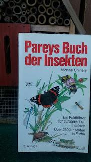 Das Cover zeigt verschiedene gezeichnete Insekten