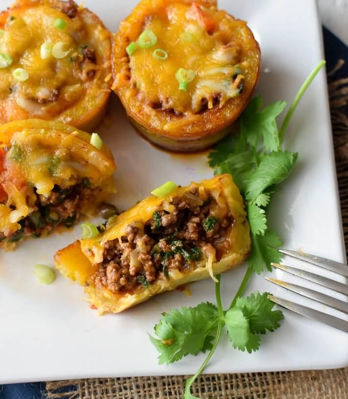 El pionono puede rellenarse de un picadillo de carne o pollo y puede servirse como un aperitivo o parte de una comida principal