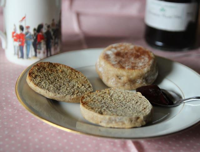 https://cuillereetsaladier.blogspot.com/2017/03/muffins-anglais-la-farine-complete-vegan.html